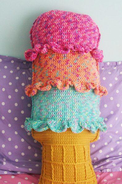 cobble-stitch-heart-pillow