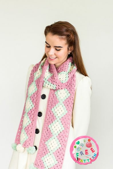 cotton-candy-pom-pom-scarf-free-pattern-2020