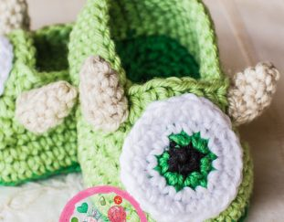friendly-monster-baby-booties-model-free-pattern