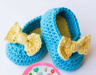lemon-drop-baby-booties-model-free-crochet-pattern