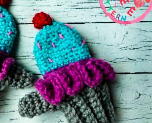 cupcake-mittens-free-crochet-pattern-2020