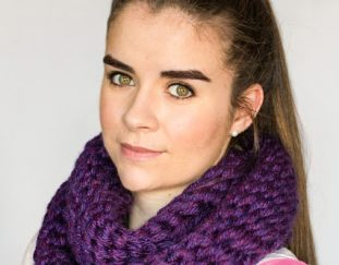 chunky-finger-crocheted-scarf-free-pattern-2020