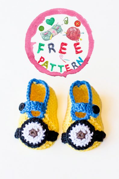 minion-inspired-baby-booties-free-crochet-pattern