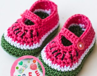 watermelon-baby-booties-model-free-pattern-2020