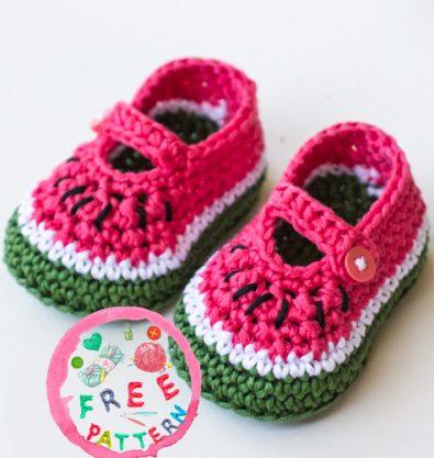 watermelon-baby-booties-model-free-pattern-2020