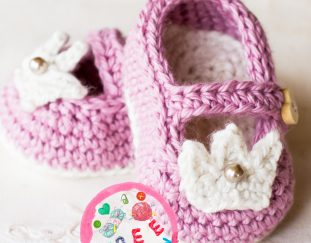 princess-charlotte-baby-booties-model-free-crochet-pattern