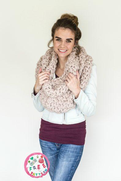 marshmallow-infinity-scarf-free-crochet-pattern-2020