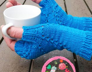 snowflake-mitts-free-crochet-pattern-2020