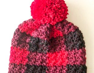 red-buffalo-check-crochet-hat-free-pattern-2020