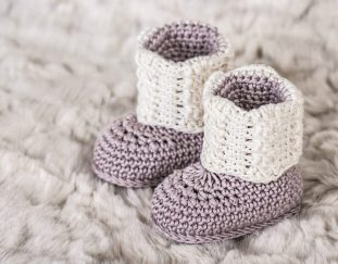 apricity-cable-baby-booties-free-crochet-pattern-2020